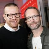 Fashion-Profis unter sich: Sandro Schramm (s.Oliver) und GALA-Vizechef Marcus Luft tauschen sich über die neuen Modetrends aus.