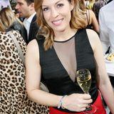 """Moderatorin Jule Gölsdorf gönnt sich im Hotel Ellington ein Glas """"Pommery""""-Champagner."""