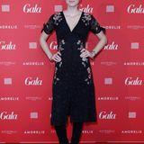 """""""GNTM""""-Siegerin Kim Hnizdo strahlt in einem blumigen Kleid in die Kameras."""