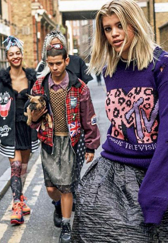 """Sofia Richie, die bei """"Select Model Management"""" unter Vertrag steht, modelt hier für die japanische Vogue in Kleidern von Marc Jacobs."""