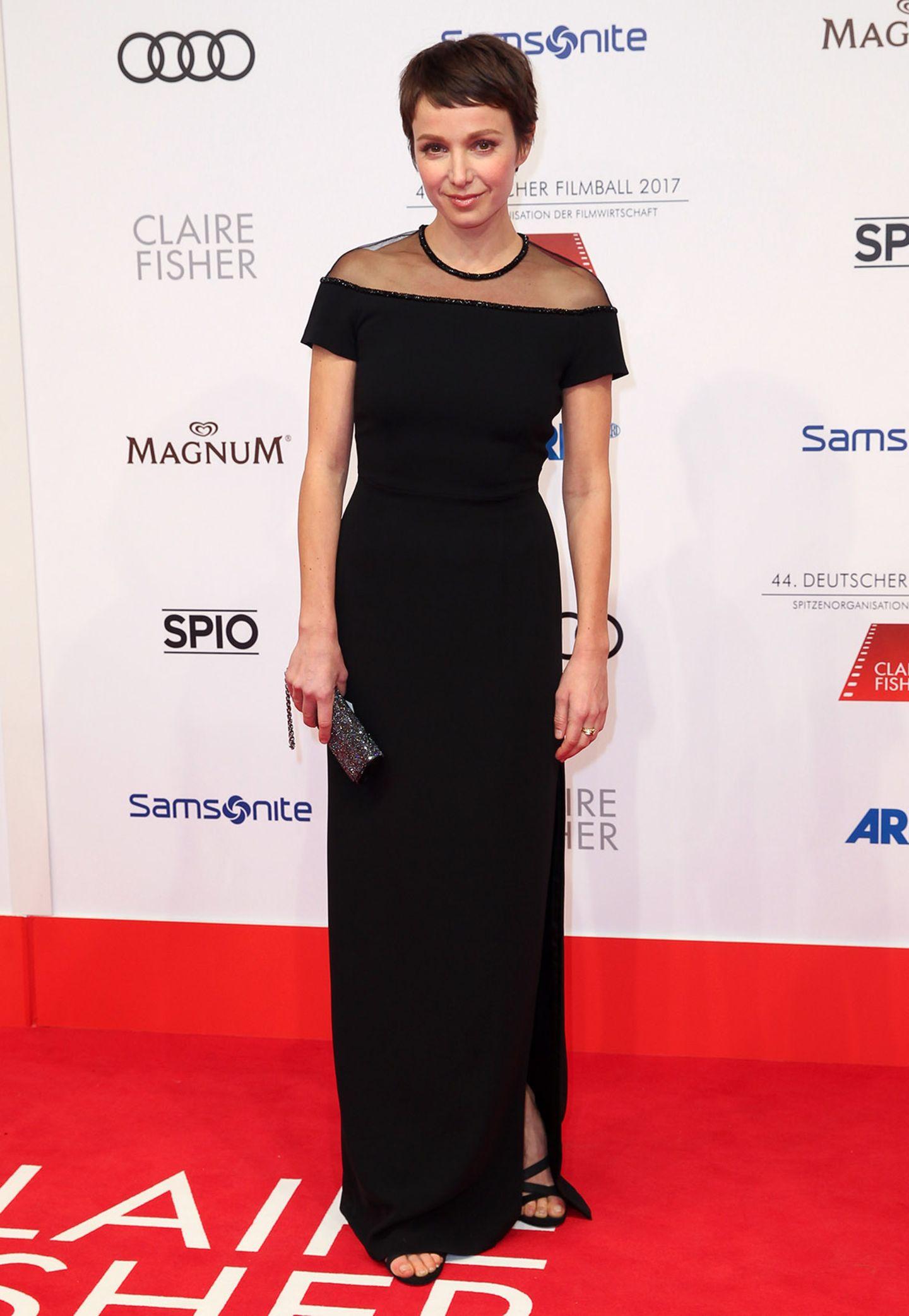 Und noch eine Schönheit in Schwarz: Julia Koschitz mit süßem Kurzhaarschnitt