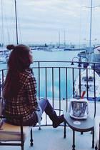 Victoria Swarovski lässt sich in Bella Italia mit Pasta, Amore und Wein verwöhnen und spricht alle Sinne damit an.
