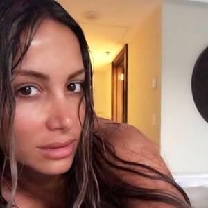 """Hätten Sie diesen Star erkannt? Auf Instagram zeigt sich Komikerin Enissa Amani komplett ungeschminkt. Die schrille """"Fack ju Göhte 2""""-Schauspielerin liebt es sich zu schminken, doch auch ohne Make-Up kann sie sich sehen lassen!"""