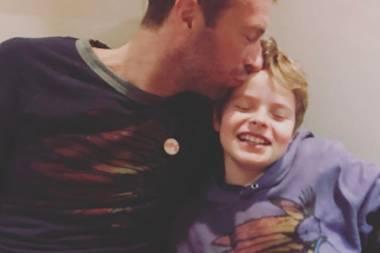 24. Januar 2017: Coldplay-Star Chris Martin und sein Sohn Moses im Partnerlook. Dafür gibt es einen Bussi vom Papa.