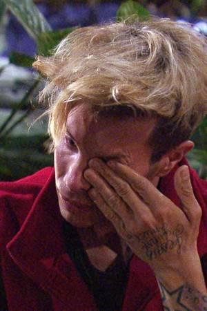 Florian Wess vergießt Tränen, als ihm völlig unerwartet ein Brief von seinem Bruder vorgelesen wird