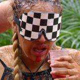 Ein paar australische Überraschungen sind beim Sternenrennen auch noch dabei. Alle bekommen an einer Stelle einen Drink aus pürierter Emu-Leber und Emu-Blut. Wenn sie die Drinks austrinken, dann bekommen sie die Sterne. Doch Sarah Joelle trinkt nicht und spuckt alles wieder aus.