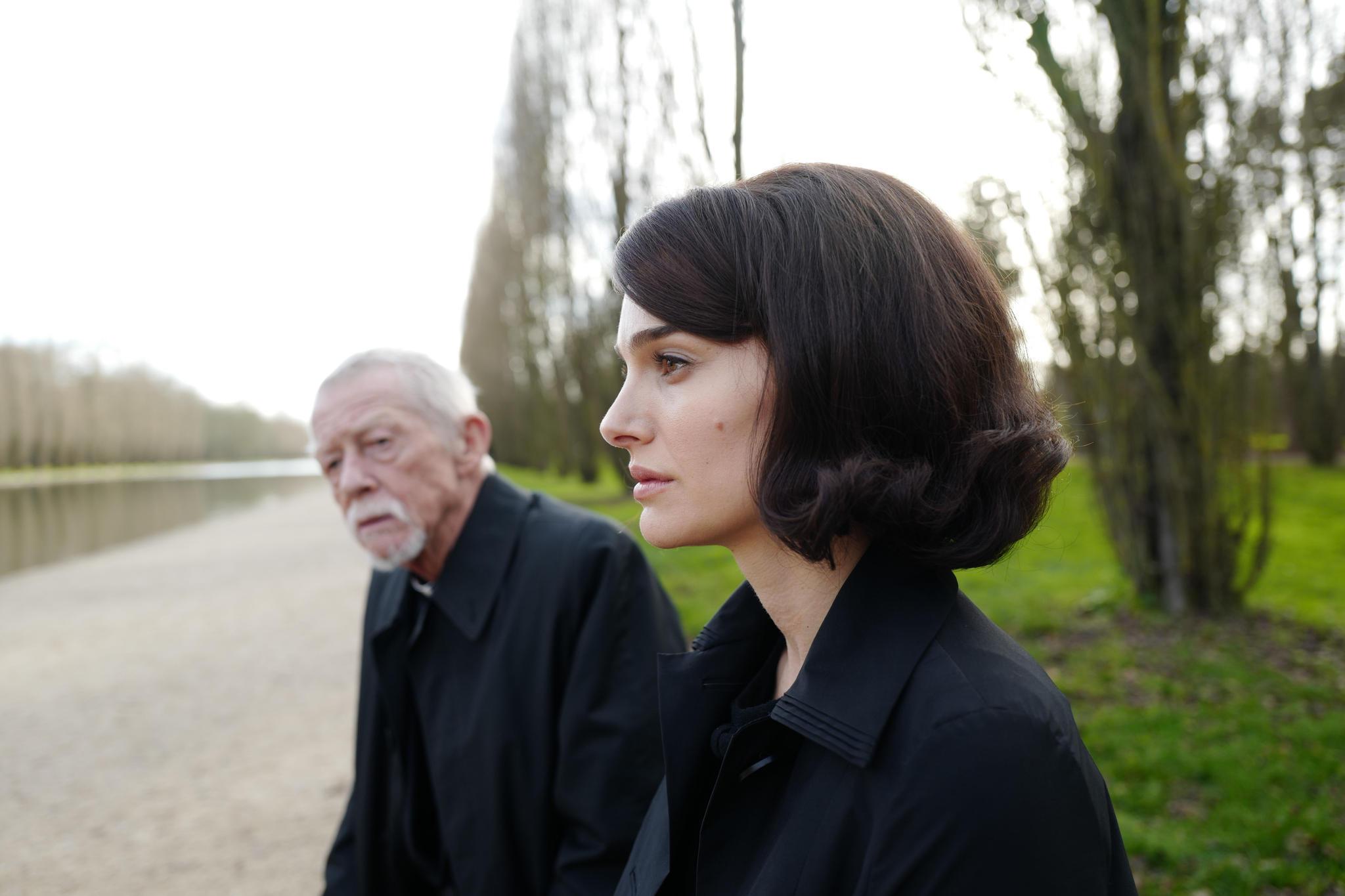 John Hurt(†), Natalie Portman