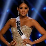 """Durch Smokey Eyes wirkt der Augenaufschlag von """"Miss Colombia"""", Andrea Tovar, gleich doppelt so dramatisch. Das weiß auch die Jury zu schätzen und wählt sie auf den dritten Platz."""