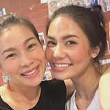 """Privat greift """"Miss Thailand"""" lediglich zu etwas Rouge und bindet sich einen lockeren Dutt."""
