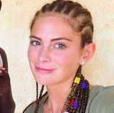 Ohne Make-up und mit Rastazöpfchen sieht Miss Germany gleich um ein paar Jahre jünger aus. Doch auch dieser Look steht ihr sehr.