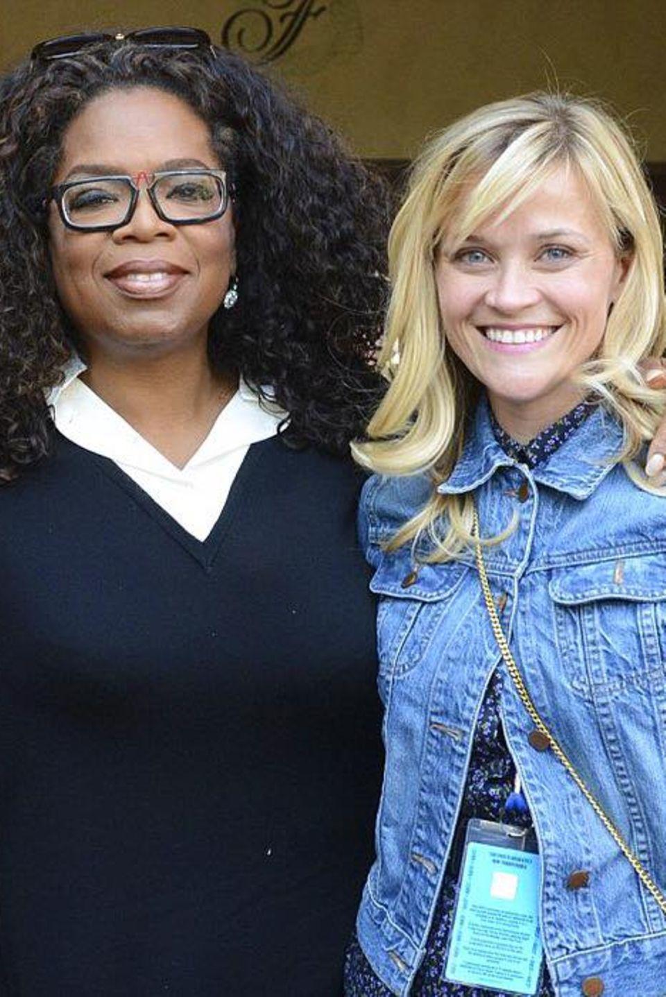 Reese Witherspoon und Oprah Winfrey  Die Starsverbindet eine lange Freundschaft. Zum 63. Geburtstag der Talkmasterinzeigt Reese dieses großartige Foto.