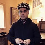 Januar 2017  Robbie setzt seine Neujahrsvorsätze um und macht sich bereit für eine Fahrradtour. Seine Frau hält die Szenerie in einem Video fest. Der Popstar ist bestens vorbereitet. Er hat 20 Pfund dabei, falls er unterwegs hunger bekommt und ein Handy. Man weiß ja nie.