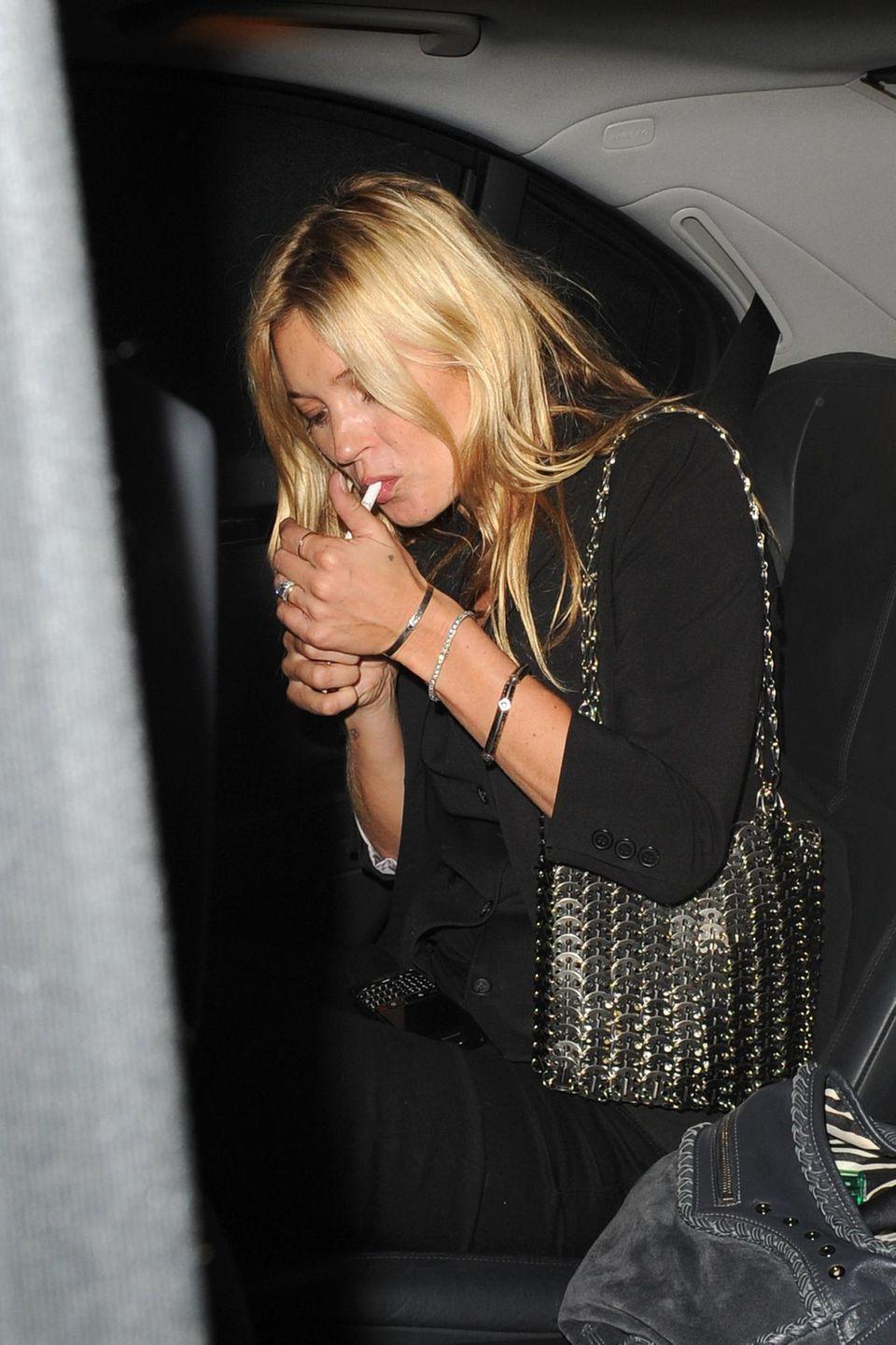 Kate Moss ist nicht nur berühmtes Model, sondern auch bekannt für ihre Eskapaden.