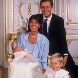 1983 heiratet Prinzessin Caroline den Geschäftsmann Stefano Casiraghi. Drei Kinder machen das Eheglück im zweiten Anlauf perfekt.  Doch dann schlägt das Schicksal grausam zu: Stefano Casiraghi kommt 1990 bei einem Unfall vor der Küste Monacos ums Leben.