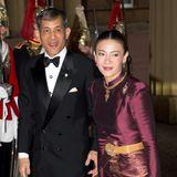 Kronprinz Maha Vajralonglorn und Srirasmi Suwadee heiraten 2001. Die Ehe hält 13 Jahre.  Seit Ende 2016 ist Maha Vajralonglorn König von Thailand und unverheiratet.