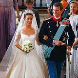 2002 lernt der geschiedene Prinz bei bei einer Jagd in Dänemark die Französin Marie Cavallier kennen. Aber es dauert bis 2005, ehe sie ein Paar werden.  2007 gibt der dänische Hof die Verlobung offiziell bekannt. Am 24. Mai 2008 heirateten Marie und Joachim in Møgeltønder.  Die beiden Kinder Henrik und Athena machen das Glück im zweiten Anlauf für Königin Margrethes Sohn perfekt.