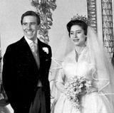 Die drei gescheiterten Ehen der Kinder von Queen Elizabeth waren nicht die ersten im Clan der Windsors.  Prinzessin Margaret, die Schwester der Queen, heiratet 1960 den Fotografen Antony Armstrong-Jones, der später geadelt und als Lord Snowdon bekannt wird. Nach 18 Jahren wird die Ehe geschieden. Zwei Jahre zuvor hatte das Paar sich bereits getrennt.