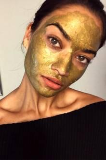 Topmodel Shanina Shayk bevorzugt für ihre Gesichtspflege 24-karätiges, magnetisches Gold.