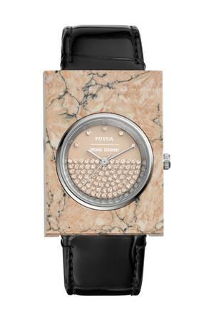 """Wie eine gute Uhr auszusehen hat, ist nicht in Stein gemeißelt. Obwohl... Jetzt vielleicht doch! Fossil hat zusammen mit der Kult- Marke """"Opening Ceremony"""" diese Eyecatcher-Uhr designt – in toller Marmor-Optik. Ca. 260 Euro"""