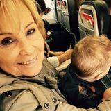 16. Januar 2017  Alessios stolze Uroma lächelt in die Kamera, mit dem Kleinen auf dem Schoß. Sarah Lombardi dürfte sich freuen, dass ihre Oma so gerne mit anpackt.