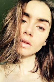 Lily Collins gehört zu den glücklichen Stars, die mit besonders feinporiger Porzellan-Haut gesegnet sind. No-Make-up-Selfies sind deswegen für ihre Instagram-Fans Freude und Neid-Faktor zugleich.