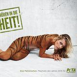 """Playmate des Jahres 2016 Sissi Fahrenschon setzt setzt sich im Namen der Organisation """"PETA"""" für Wildtiere in Gefangenschaft ein."""