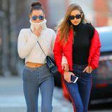 Beim Spaziergang durch New York beweist Gigi Hadid in einer coolen Bomberjacke und Cropped Jeans wieder einmal ihr Gespür für Mode und Trends. Davon hat auch ihre Schwester Bella was. Denn die fein gestreifte Hose, die sie trägt, muss ihr Gigi geliehen haben.