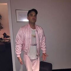 4. Februar 2017  Wenn ein Mann rosa Blouson und Trainingshose tragen kann, ohne einen Imageverlust zu erleiden, dann ist es definitiv Robbie Williams.