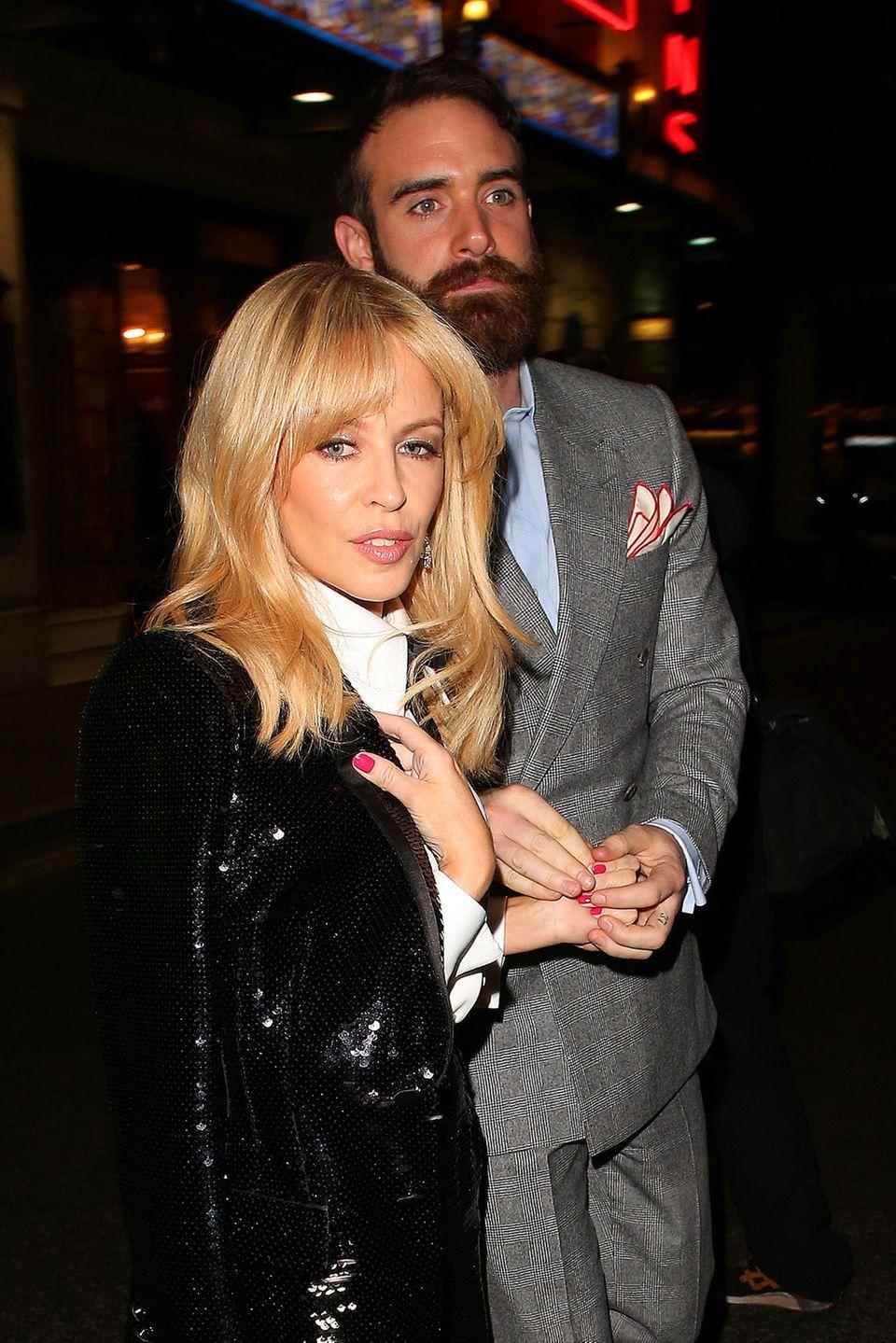 Kylie Minogue und Joshua Sasse