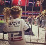 """5. Februar 2017  Es ist Super Bowl Sunday und """"Brady's little Ladies"""" fiebern mit Papa Tom Brady mit, der für dieNew England Patriots spielt."""