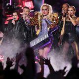 Lady Gaga sorgt für mechtig Stimmung im Stadion.