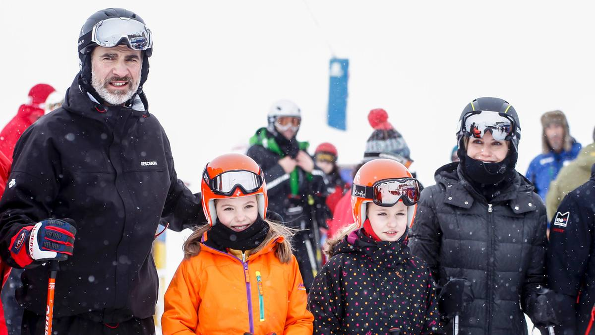 Video K U00f6nigin Letizia Mit Familie Beim Skifahren GALA De