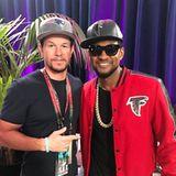 Actionstar Mark Wahlberg ist für die Patriots, während sich Sänger Usher die Falcons als Sieger herbeisehnt.