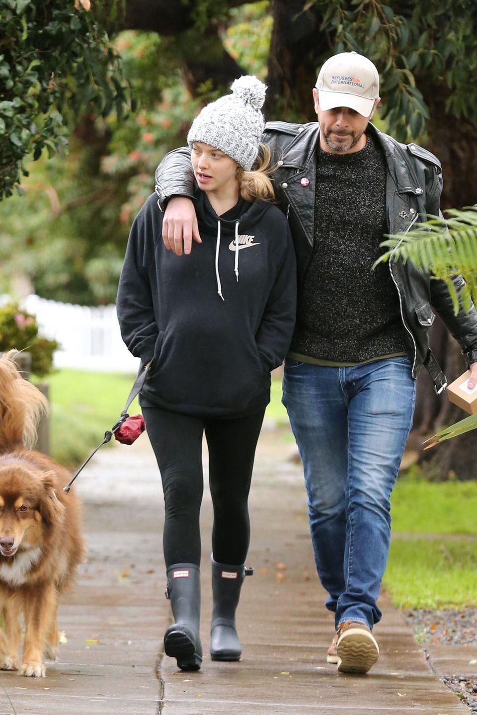 6. Februar 2017  Die schwangere Amanda Seyfried und ihr Freund Thomas Sadoski wurden unterwegs mit ihrem Hund Finn in Hollywood gesichtet.