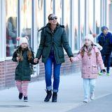 6. Februar 2017   Sarah Jessica Parker genießt einen Spaziergang mit ihren Zwillingen Marion und Tabitha in New York.