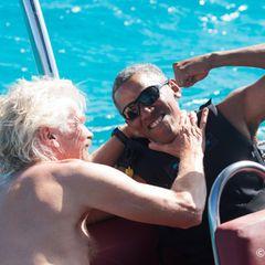 """Spaß beim Kitesurfen: Barack Obama mit Milliardär Richard Branson, auf dessen privater Insel """"Moskito Island""""."""