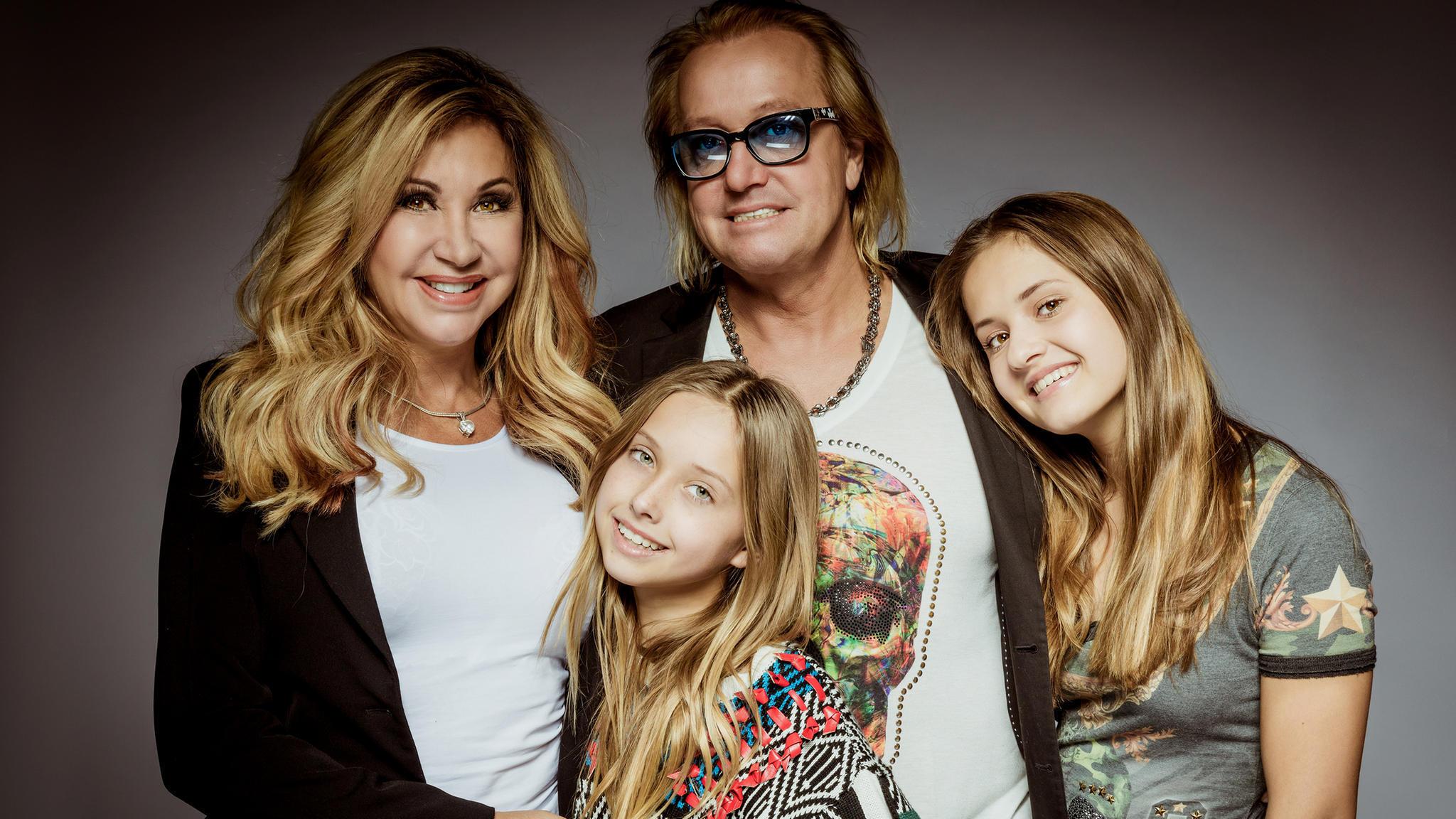 Carmen und Robert Geiss mit ihren Töchtern Davina und Shania