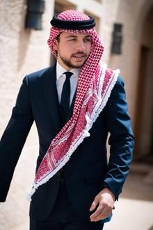 Prinz Hussein (geboren 1994) ist Kronprinz von Jordanien und ältester Sohn von König Abdullah und Königin Rania. Als Vorbereitung auf sein Amt studiert er in den USA, an der Georgetown-Universität.