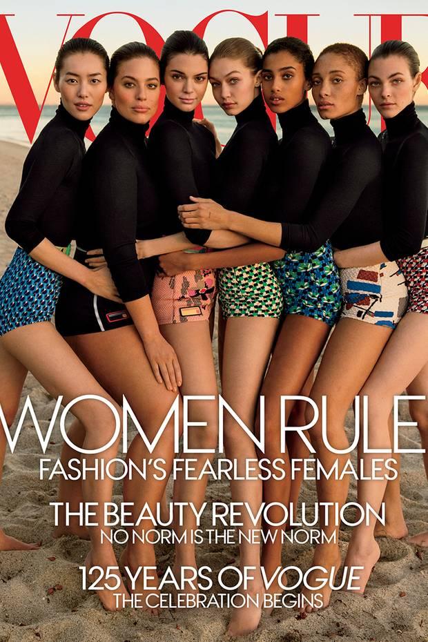 Anlässlich ihres 125. Geburtstages shootete die VOGUE ein ganz besonderes Cover und wollte damit vor allem auch verdeutlichen: Jede Frau ist schön, egal welcher Konfektionsgröße. Doch ein mieser Photoshop-Fail unterstützt diese Vorhaben mal so gar nicht. Der Arm von Gigi Hadid ist viel zu lang, der Grund dafür: Plus-Size Model Ashley Graham wurde schlanker geschummelt.