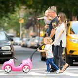 19. Oktober 2016  Familie Baldwin macht einen Spaziergang durchs Viertel in New York.
