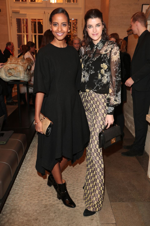 Die beiden Models Sara Nuru und Marie Nasemann lassen sich die Party im Hotel Stue ebenfalls nicht entgehen.