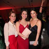 """Fesches Trio: Alicia von Rittberg (""""Charite""""), Natalia Rudziewicz und Aylin Tezel (""""Himmel und Hoelle"""") feiern gemeinsam."""
