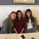 """Beverley Mitchell, Mackenzie Rosman und Jessica Biel schweben im""""7th Heaven"""". Auf Instagram zeigen sich die """"Eine himmlische Familie""""-Schauspielerinnen wieder vereint und freuen sich riesig über die Reunion."""