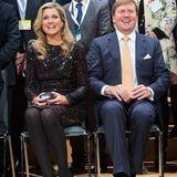 Dank der bunten Pailletten schimmert Máxima wie eine Disco-Kugel beim Wirtschaftsdinner im Rahmen ihres Deutschland-Besuches. Schlappe 1.219 Euro kostet diese Modell, welches die Königin aber bereits schon Anfang Januar zu einem Konzert trug.