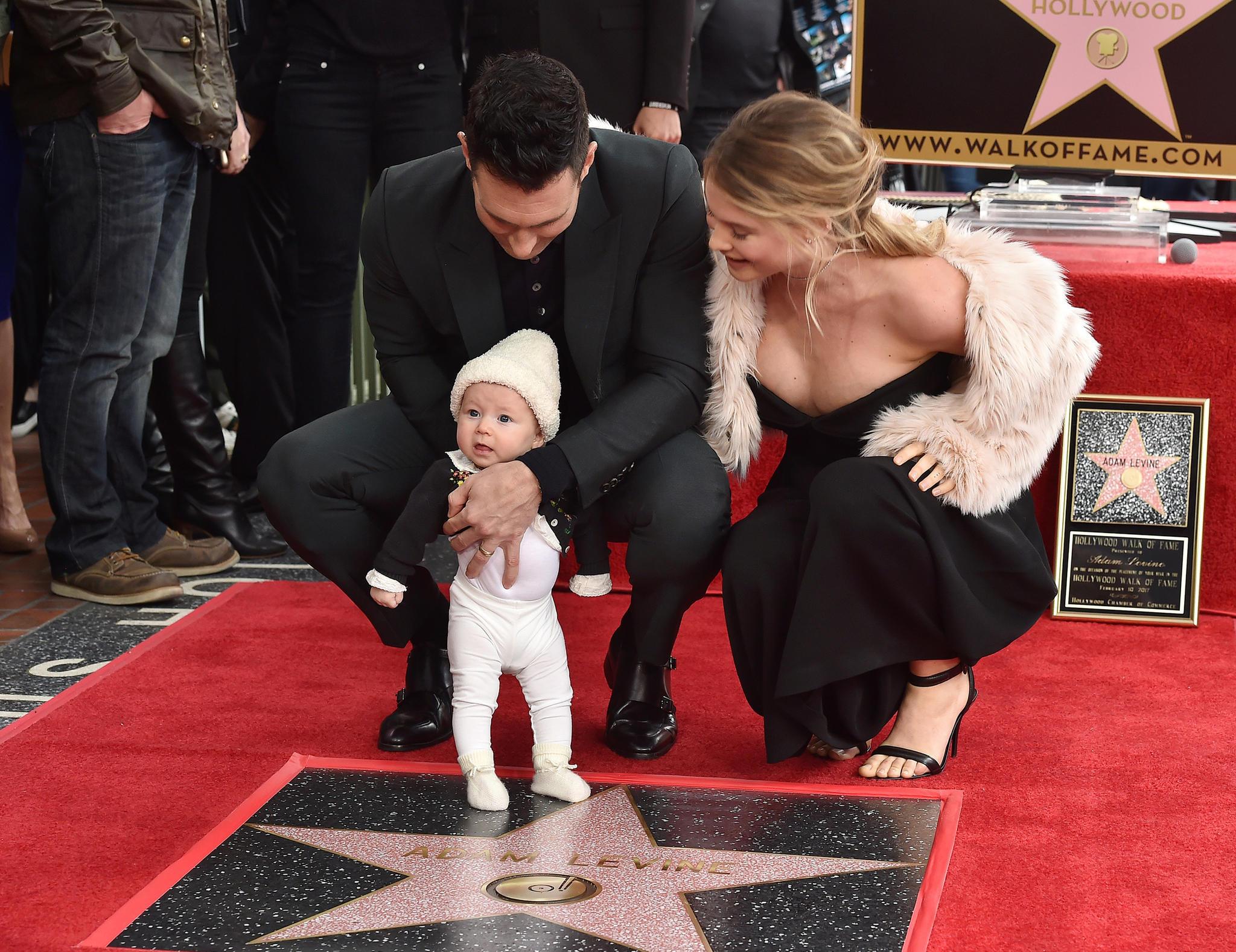 Adam Levine mit Behati Prinsloo und Baby Dusty Rose