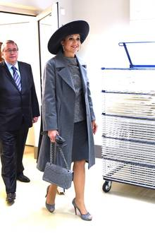 Eigentlich istKöniginMáxima für ihre Stilsicherheit bekannt. Am zweiten Tag ihrer Deutschland-Reise erlaubte sie sich allerdings einen kleinen Fauxpas. Erkennen Sie das royale Mode-Malheur? Auf dem nächsten Bild folgt die Auflösung...