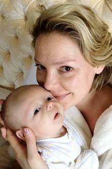 3. Februar 2017  Katherine Heigl bekommt von dem süßen Babyduft nicht genug.