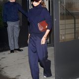 Offensichtlich möchte Victoria die körperfernen Hosen-Modelle gar nicht mehr ausziehen.