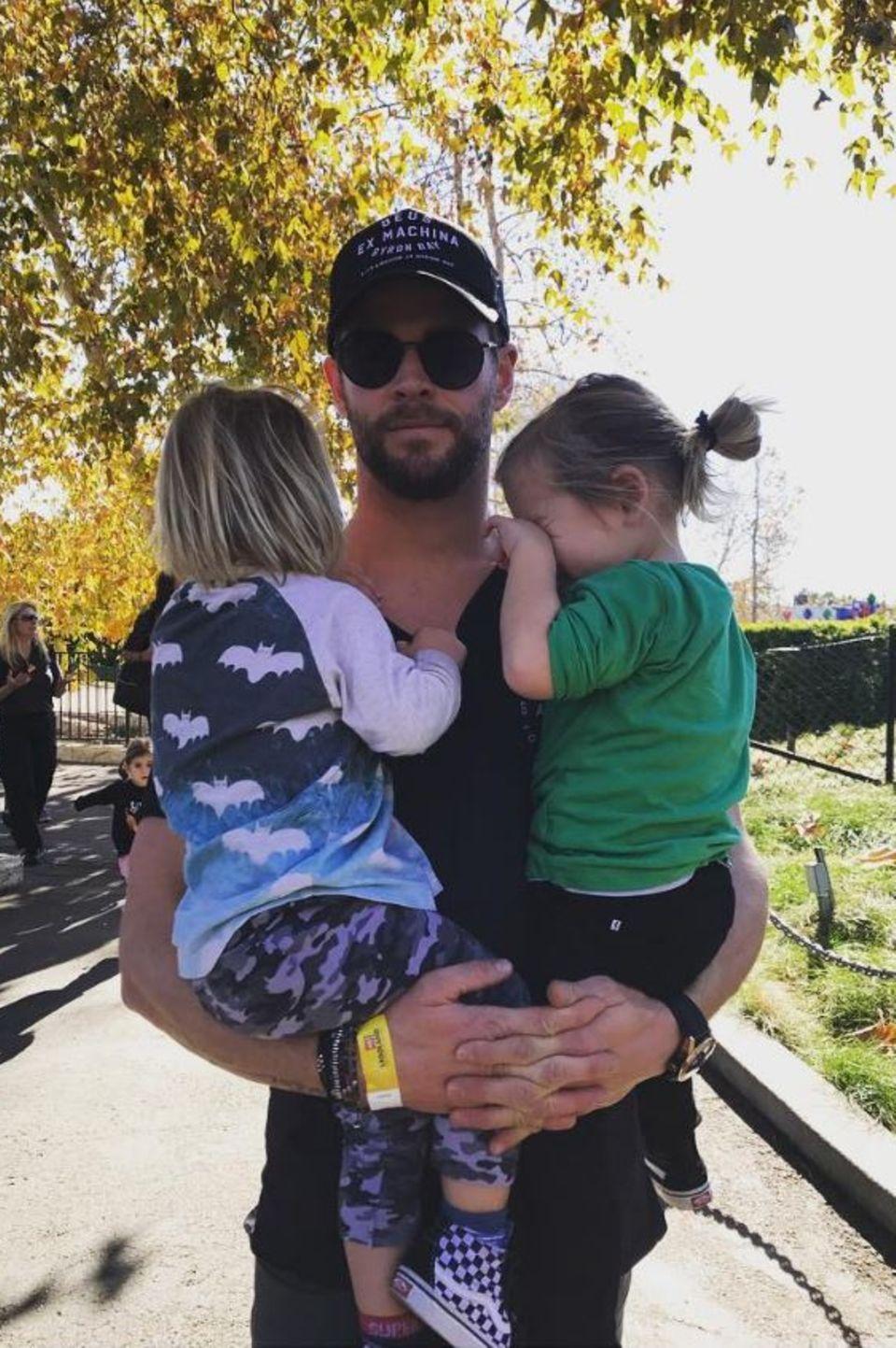 Elsa Pataky postete dieses süße Foto von ihren Jungs: Chris Hemsworth und den beiden Zwillingsbrüdern Tristan und Sasha.