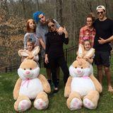 Die jüngsten Töchter von Lisa Marie Presley (m.) sind Zwillinge. VonMichael Lockwood, dem Vater der beiden Mädchen, ist sie seit 2016 geschieden.